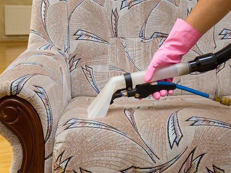 Servizio di lavaggio divani a Milano